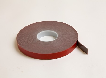 Low surface energy pressure sensitive tape
